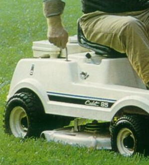 Cadet_Riding_Mowers_03a.jpg