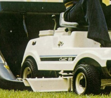 Cadet_Riding_Mowers_04a.jpg